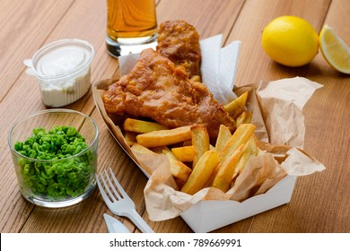 Green peas, fish and fries. Tasty and nutritious lunch in fast food restaurant. Traditional English food.