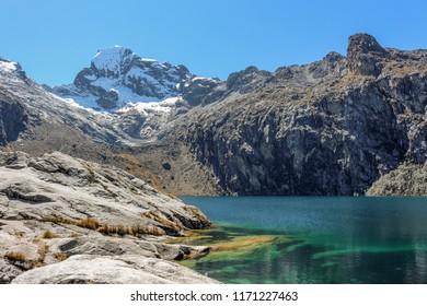 """A green peruvian lagoon named """"Lake 69"""""""