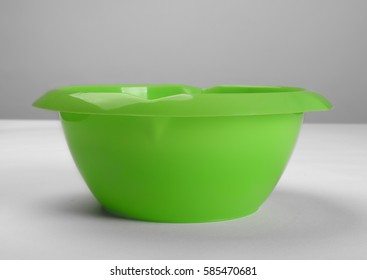 Green plastic deep dish, front view