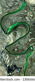 green river, tribute to Pollock, vertical abstract photography of the deserts of Africa from the air, aerial view, abstract expressionism, contemporary photographic art, abstract naturalism,