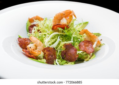 Green salad with shrimps, on the plate