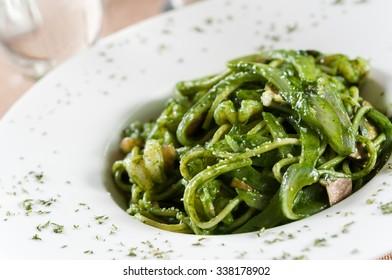 Green sauce shrimp noodle
