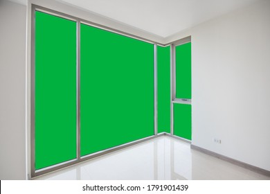 Green screen on glass for other view