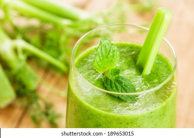 Green smoothie with mint and celery