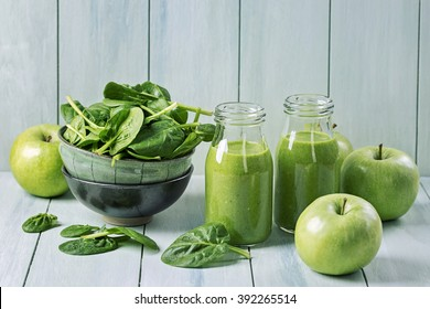 Green smoothie with spinach and apples in glass