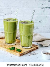 Green Smoothie. Green Smoothie from Spinach, Banana and Peer with Chia Seeds