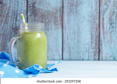 Green smoothie with spinach, pineapple and banana