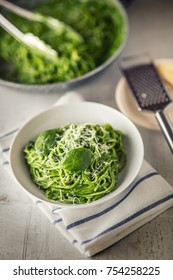 Green spaghetti with spinach and parmesan.
