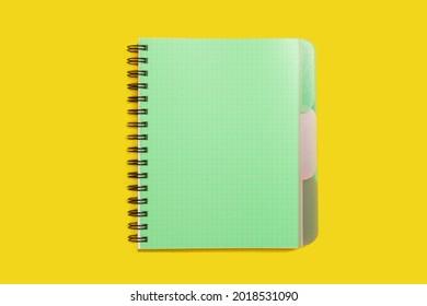 grün-spiralförmige Notizbuch. Schul- und Bürozubehör