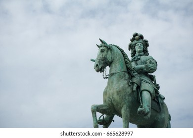 the green statue of warrior
