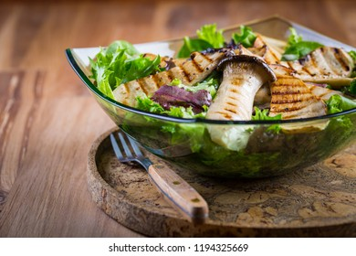 Green vegetable salad with grilled king oyster mushrooms
