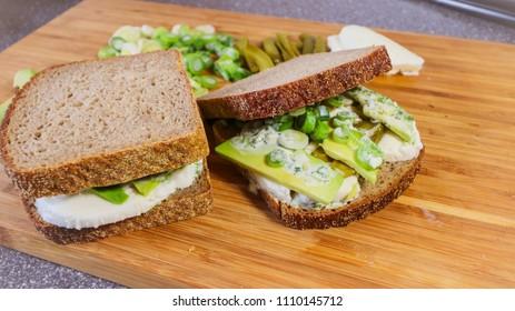 Green Veggie Sandwiches