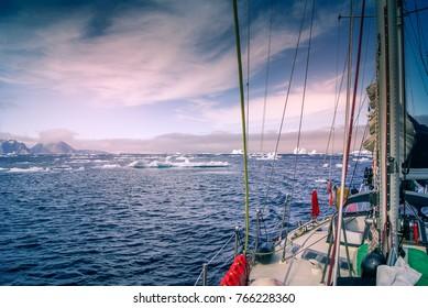 Greenland, sailing boat trough the iceberg, risk, danger