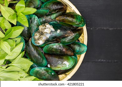 Green-lipped mussels with Basil and red pepper