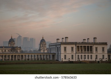 Greenwich (London), Queen Anne house with Canary Wharf in the background