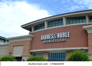 Greenwood, Indiana / United States - June 3 2020: A Bookstore Signage Outdoors