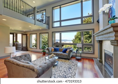 Home Interior High Ceiling Images, Stock Photos & Vectors ...
