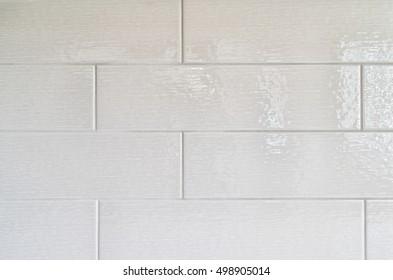 Grey kitchen backsplash made with rectangular ceramic tiles