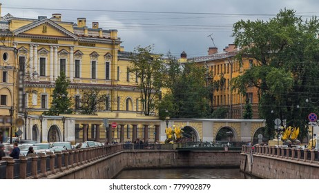 Griboedov channel and the Bank Bridge timelapse is one of the most scenic and romantic bridges in the city, and is a favorite place for wedding photo shots in Saint Petersburg.