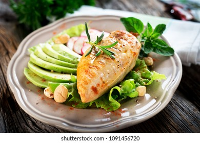 Grileed chicken breast with avocado