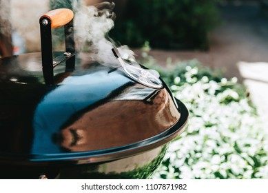 grill with closed lid smoke