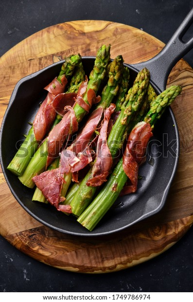 Grilled asparagus with prosciutto ham
