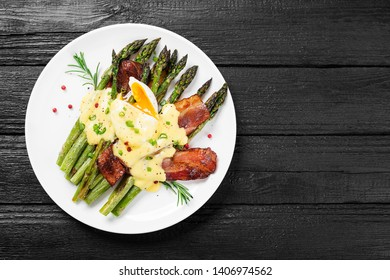 Grilled Asparagus served with poached egg, bacon  and  hollandaise sauce, top view.