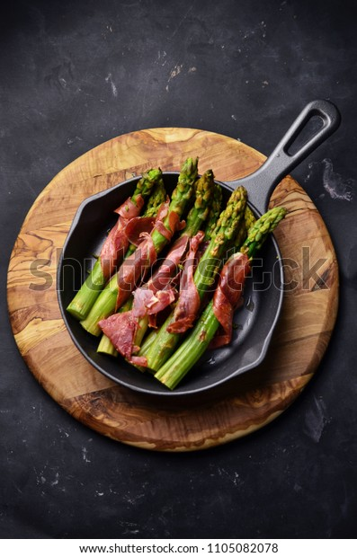 Grilled asparagus wit prosciutto
