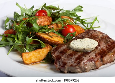 Grilled beefsteak and vegetable salad