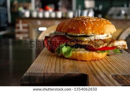 grilled-burger-fyed-egg-backon-450w-1354