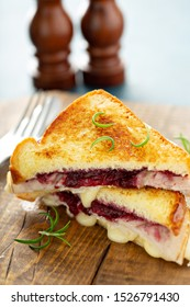 Grilled cheese with turkey and cranberry sauce, Thanksgiving leftovers recipe