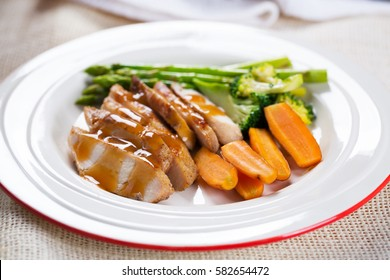grilled chicken with gravy sauce and vegetable