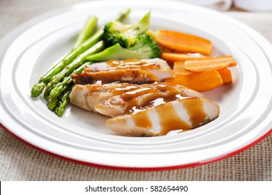 grilled chicken with vegetable and sauce