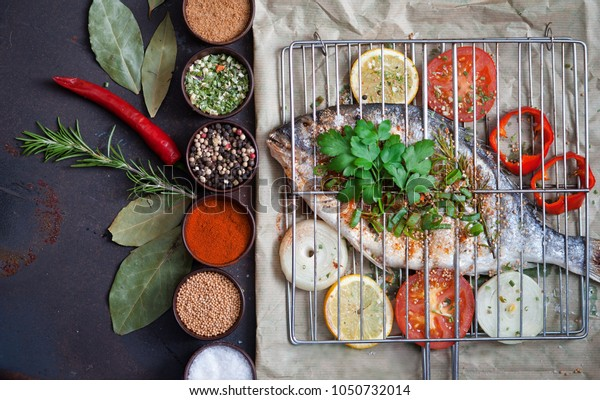 Grilled fish with spices and vegetables