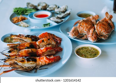 Grilled Jumbo prawns , Grilled shrimp, Grilled shrimp on a blue plate , Seafood