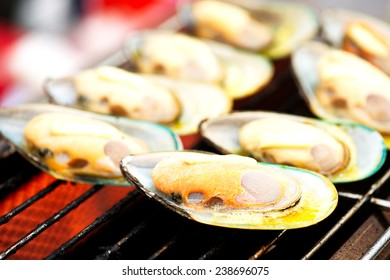 Grilled New Zealand mussels.