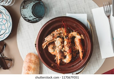 Grilled prawns with garlic and a piece of bread