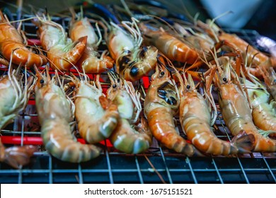 Grilled river prawns on the grill Ready to eat