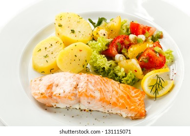 Grilled salmon, boiled potatoes and vegetables
