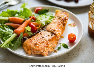 Grilled Salmon with fresh salad and Riceberry