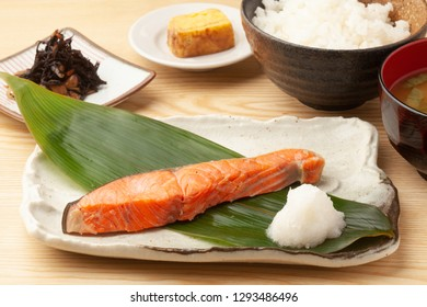 Grilled salmon set meal
