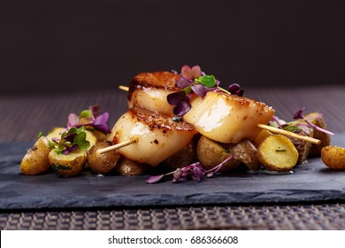 Grilled scallops with roasted young potatoes