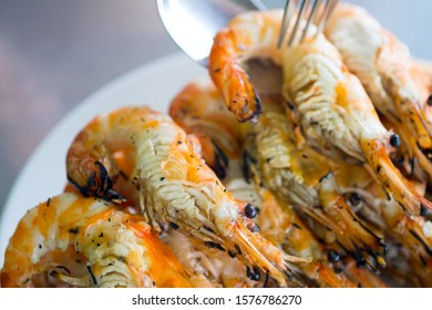 Grilled shrimp (Giant freshwater prawn) grilling with charcoal premium grade