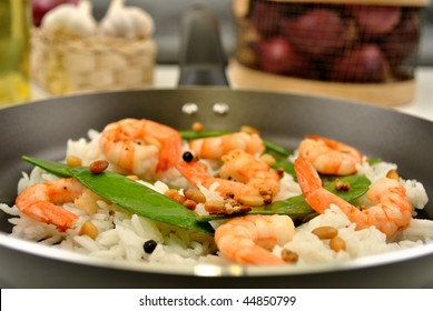 grilled shrimp with organic rice and vegetable