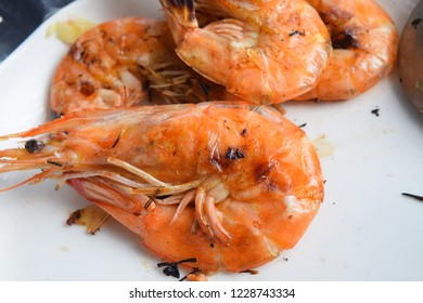 Grilled Shrimp Put on a white plate.