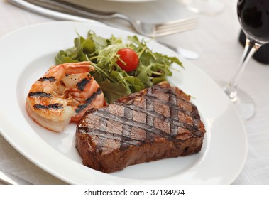 Grilled sirloin steak - Surf and turf