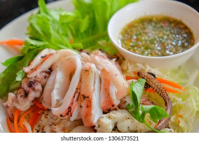 Grilled squid with seafood sauce