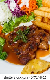 Grilled steak meat with vegetables and papper sauce