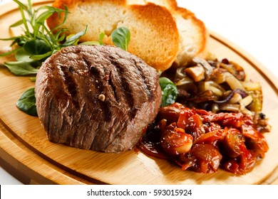 Grilled steak with toasted buns and vegetables