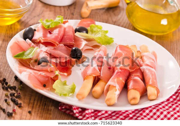 grissini-breadsticks-ham-600w-715623340.
